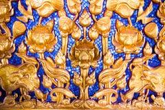 Lotus sned guld- målarfärg på templet Fotografering för Bildbyråer