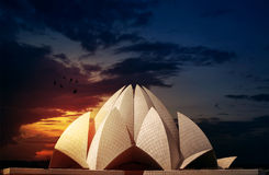 Lotus Temple Delhi India Dramatic himmel Royaltyfria Bilder