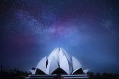 Lotus Temple Delhi India-melkweg sterrige hemel Stock Afbeeldingen