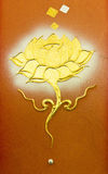 Lotus vägg- buddistisk konst i thailändsk tempel Royaltyfri Foto