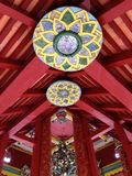 Lotus Wood Ceiling no templo Imagens de Stock Royalty Free