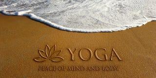 Lotus Yoga i strandfotobilden Royaltyfri Bild