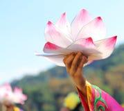 lotusblommablomma som stöttas av händerna av den orientaliska dansaren Fotografering för Bildbyråer