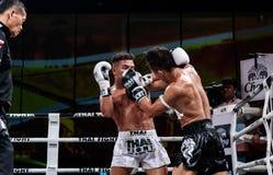 Lou Jim Porcelanowy i Jean Nascimento Brazylia w Tajlandzkiej walce Dumnej być Tajlandzki Zdjęcia Stock