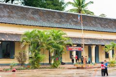 LOUANGPHABANG,老挝- 2017年1月11日:教学楼的看法 复制文本的空间 库存照片