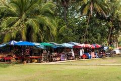 LOUANGPHABANG,老挝- 2017年1月11日:纪念品店看法游人的 复制文本的空间 库存图片