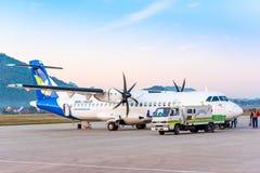 LOUANGPHABANG,老挝- 2017年1月11日:航空器在机场在清早 复制文本的空间 库存照片