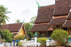 LOUANGPHABANG,老挝- 2017年1月11日:Wat Xieng皮带葬礼教堂  复制文本的空间 图库摄影