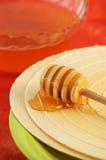 Louche de gaufre et de miel Photographie stock libre de droits