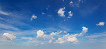 Сlouds against the blue sky Royalty Free Stock Photography