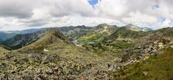 Loue le panorama des montagnes de Retezat, Roumanie Image stock