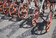 Louer le vélo en Italie photographie stock