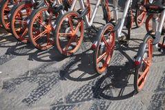 Louer le vélo en Italie image stock