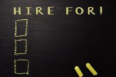 Louez pour ! écrit avec la craie de couleur Soutenu par des services supplémentaires Concept de tableau noir photos stock
