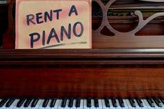 Louez un signe de piano photographie stock libre de droits