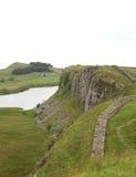 Lough van de steile rots bij de muur van Hadrian Stock Afbeeldingen
