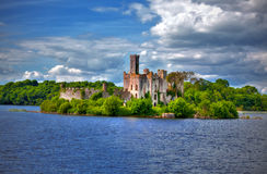 Loughschlüsselschloss Roscommon Fluss Shannon lizenzfreie stockbilder