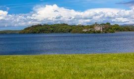 Loughtangentslott Lake Shannon Royaltyfri Foto