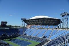 Louis Armstrong Stadium на короле Национальн Теннисе Центре Билли Джина готовом для США раскрывает турнир в топить, NY Стоковое Фото