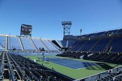 Louis Armstrong Stadium на короле Национальн Теннисе Центре Билли Джина готовом для США раскрывает турнир в топить, NY Стоковые Изображения RF