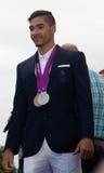 Louis Smith, der seine Medaillen vorführt Lizenzfreie Stockbilder