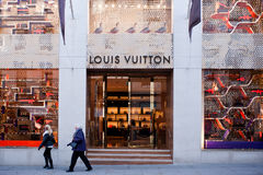 Louis Vuitton boutique i London Fotografering för Bildbyråer
