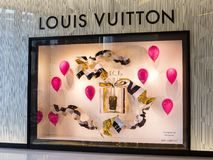Louis Vuitton lager i Siam Paragon Mall i Bangkok, Thailand Arkivbild