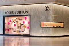 Louis Vuitton lager i Siam Paragon Mall i Bangkok, Thailand Royaltyfri Bild