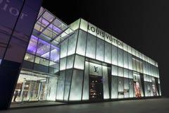 Louis Vuitton uttag på natten, Dalian, Kina Arkivfoto