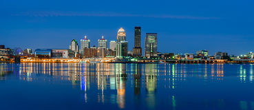 Louisville horisont efter mörker Arkivbilder