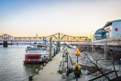 Louisville Kentucky i stadens centrum Riverfront Royaltyfria Bilder