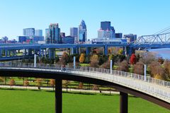 Louisville, Kentucky skyline with pedestrian walkway in front royalty free stock images