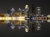 Louisville-Skyline-Reflexion Stockbilder