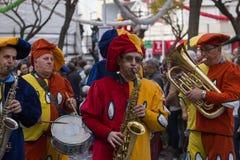 LOULE, ПОРТУГАЛИЯ - ФЕВРАЛЬ 2018: Красочный парад масленицы (Carnaval) Стоковое Фото