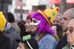 LOULE, ПОРТУГАЛИЯ - ФЕВРАЛЬ 2018: Красочный парад масленицы (Carnaval) Стоковое Изображение