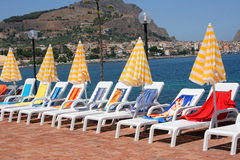 Lounge chairs and umbrellas Royalty Free Stock Photos