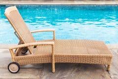 Lounger солнца бассейном Стоковое Фото