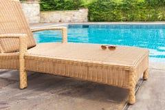 Lounger солнца бассейном Стоковая Фотография RF