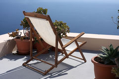 Lounger on the beach villas in Santorin Stock Photos