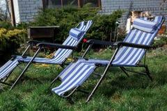 Loungers и загородный дом Солнця Стоковое Фото