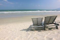 2 loungers на пляже Стоковое Фото