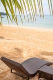 Loungers на пляже Стоковое Изображение RF