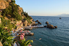 Loungers Солнця на пляже Антальи, Турции Стоковая Фотография RF
