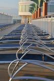 Loungers di Sun sulla nave da crociera Fotografia Stock