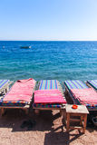 Loungers på stranden Royaltyfria Bilder