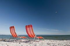 Lounging在安大略湖海岸线 免版税库存照片