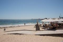 Lounging在沐浴者` s海滩 免版税库存照片