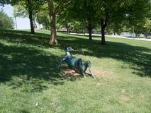 Lounging鹿雕塑 免版税库存照片