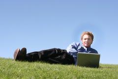 lounging бизнесмена напольный Стоковые Фотографии RF