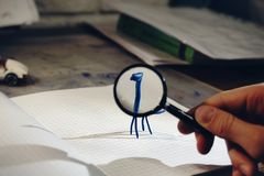 loupe ελαφρύ κατασκευασμένο σημειωματάριο χεριών παιχνιδιών ειδωλίων plasticine Στοκ Φωτογραφίες